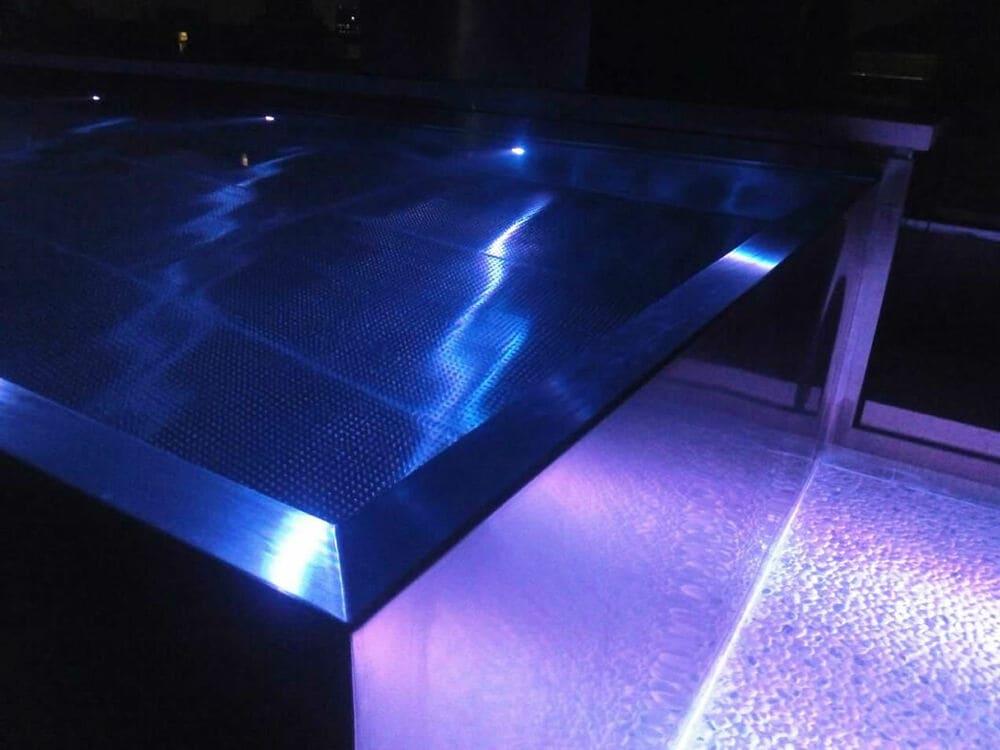 Piscina de acero inoxidable iluminada