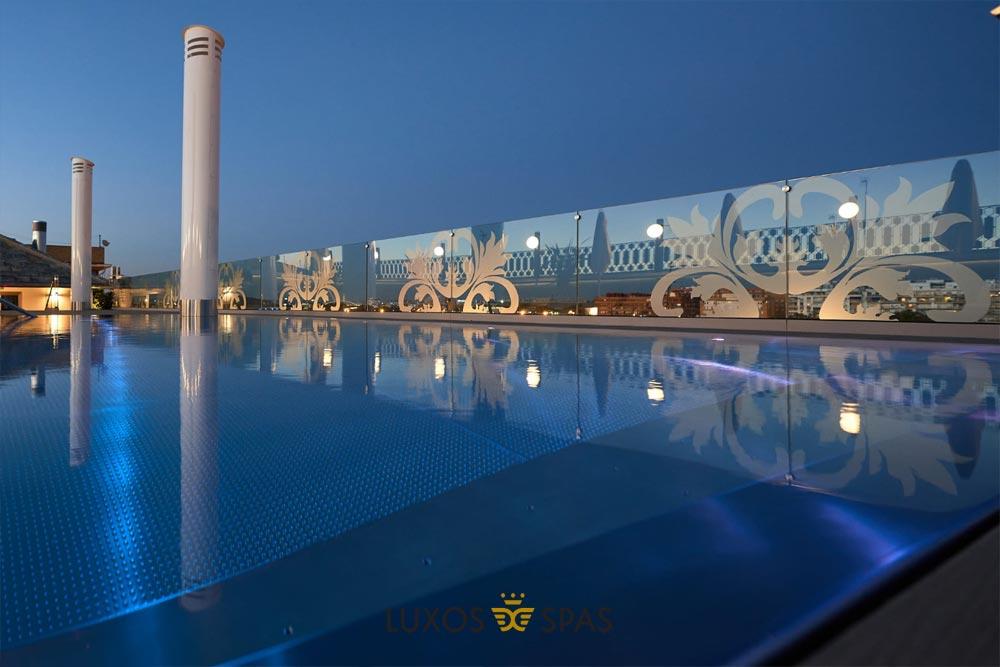 piscina inox en terrado de hotel