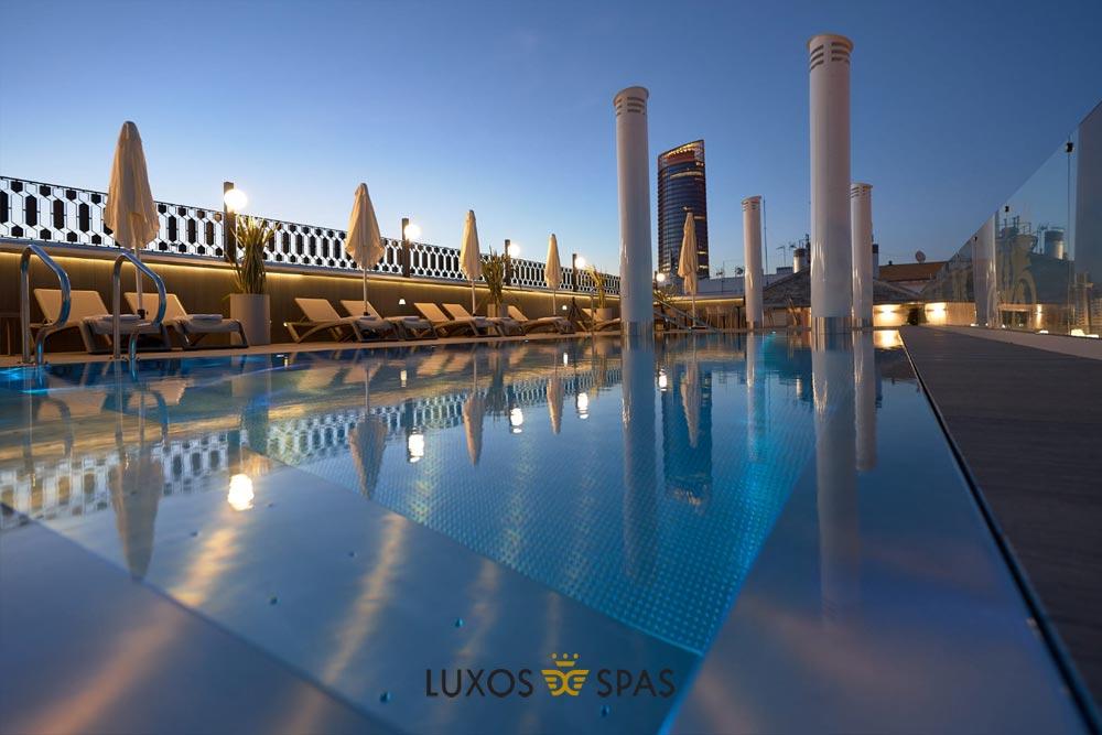 piscina terraza y terrado hotel